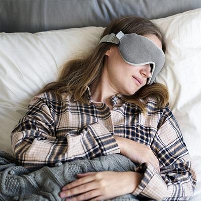 Dormire troppo nel weekend può aumentare i dolori del ciclo