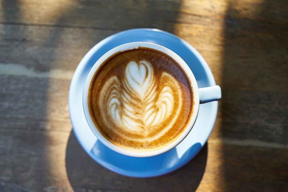 Dieta endometriosi: meglio evitare la caffeina. Quali alimenti ne contengono di più?