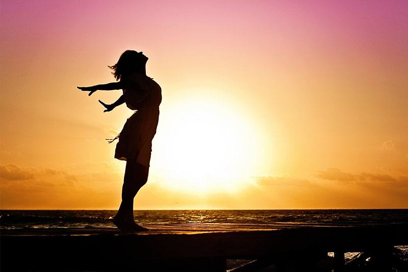Quali sono i cambiamenti e le raccomandazioni sullo stile di vita consigliati per l'endometriosi?